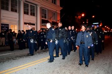 Police in regular uniform making arrests