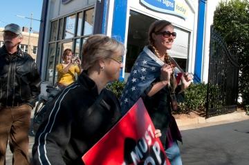 Diana Eidson with walkupier Sarah Handyside