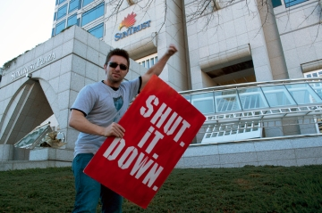 Daniel Hanley from Occupy Atlanta shutting down Suntrust
