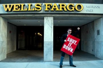 Daniel Hanley from Occupy Atlanta shutting down Wells Fargo